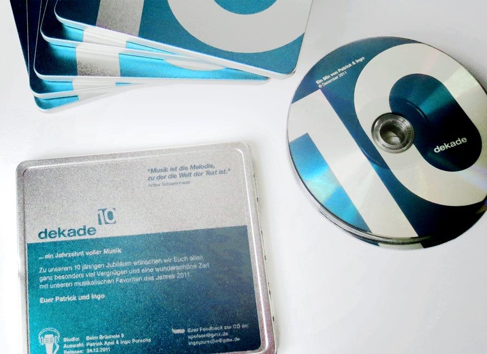 dekade, Musik Compilation, CD Cover, CD-Label, CD Metallhülle, Cover Artwork, Arrangement